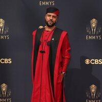 O-T Fagbenle en la alfombra roja de los Emmy 2021