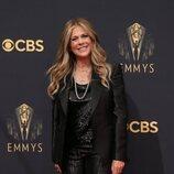 Rita Wilson en la alfombra roja de los Emmy 2021