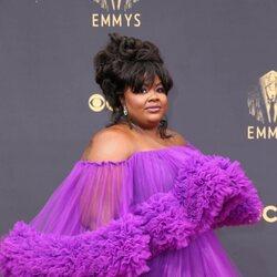 Nicole Byer en la alfombra roja de los Emmy 2021