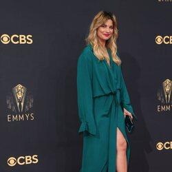 Annie Murphy en la alfombra roja de los Emmy 2021