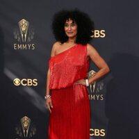 Tracee Ellis Ross en la alfombra roja de los Emmy 2021