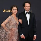 Keri Russell y Matthew Rhys en la alfombra roja de los Emmy 2021