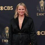 Amy Poehler en la alfombra roja de los Emmy 2021