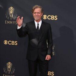 William H. Macy en la alfombra roja de los Emmy 2021