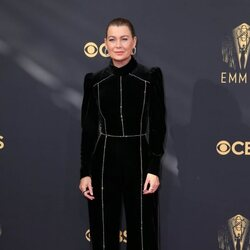 Ellen Pompeo en la alfombra roja de los Emmy 2021