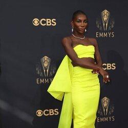 Michaela Coel en la alfombra roja de los Emmy 2021