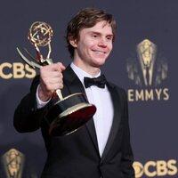 Evan Peters, ganador del Emmy 2021 al mejor actor de reparto de una miniserie