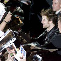 Robert Pattinson firma autógrafos en Vista Alegre