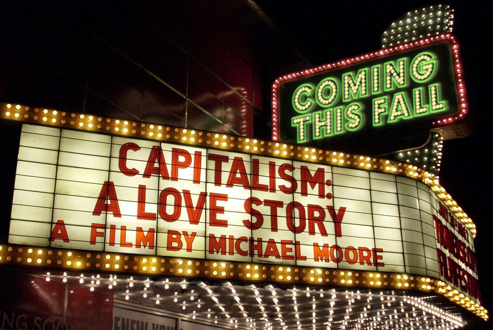 Capitalismo: una historia de amor, fotograma 1 de 8