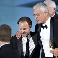 Fischer Stevens y Louie Psihoyos con su Oscar