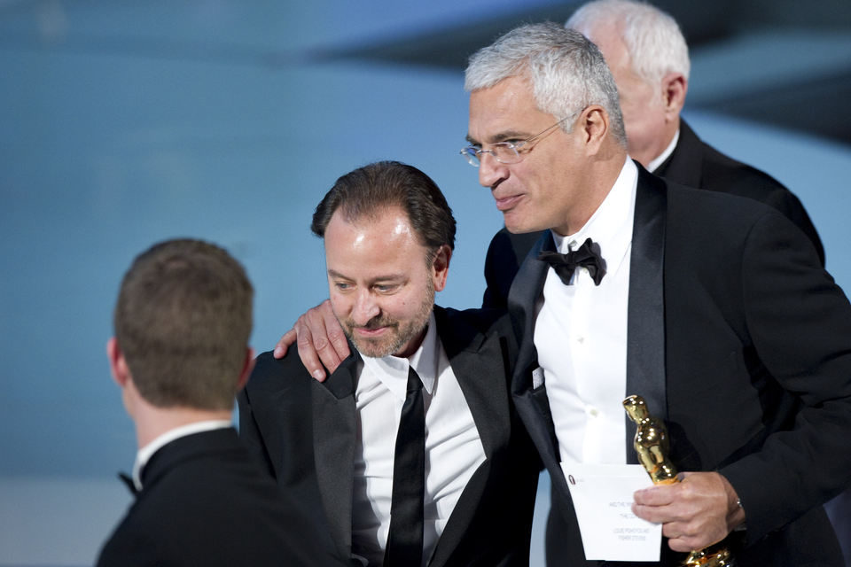 Fischer Stevens y Louie Psihoyos con su Oscar