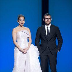 Jennifer Lopez y Sam Worthington en los Oscar 2010