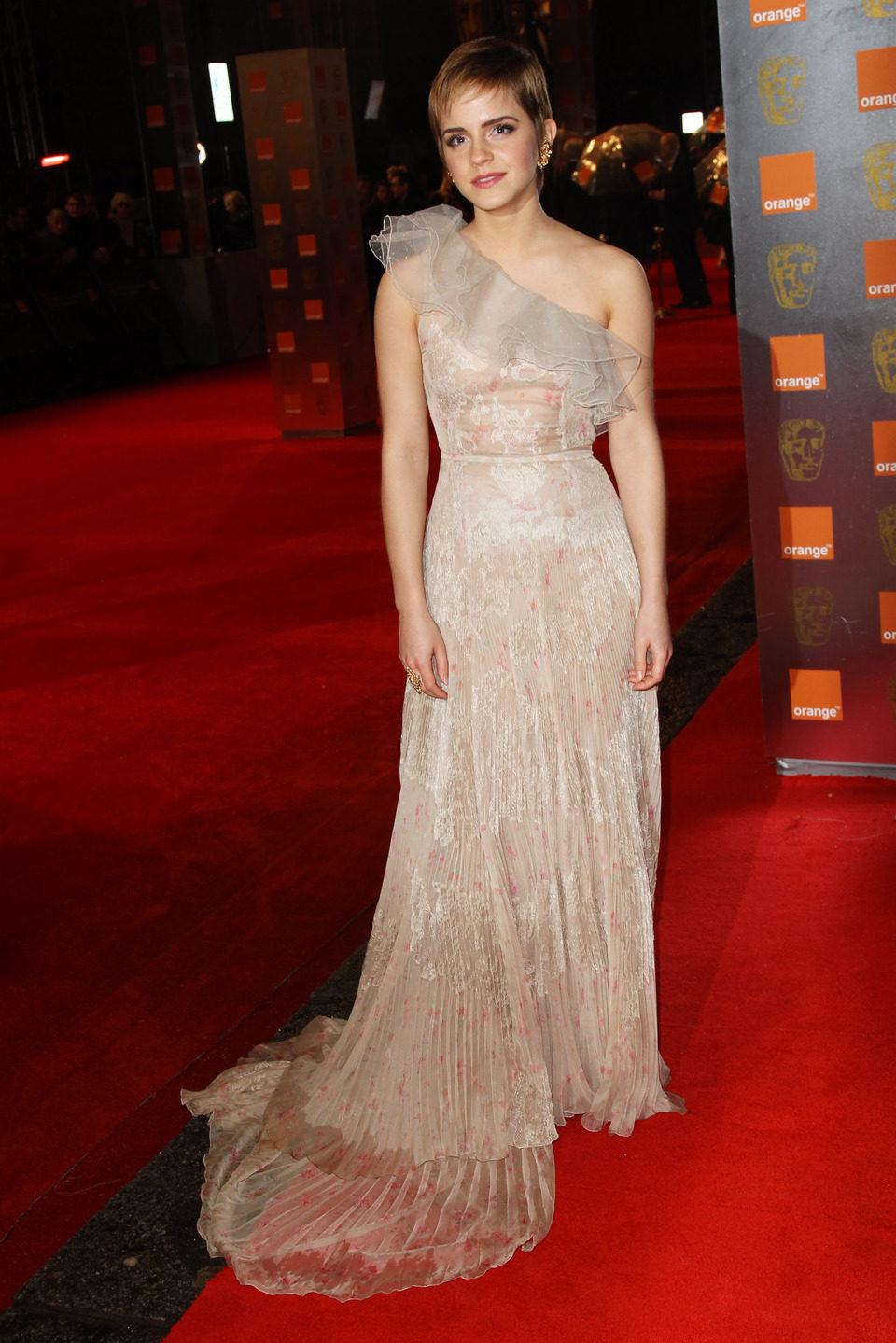 Emma Watson guapísima en los BAFTA 2011