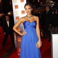 Jessica Alba posa en los BAFTA 2011