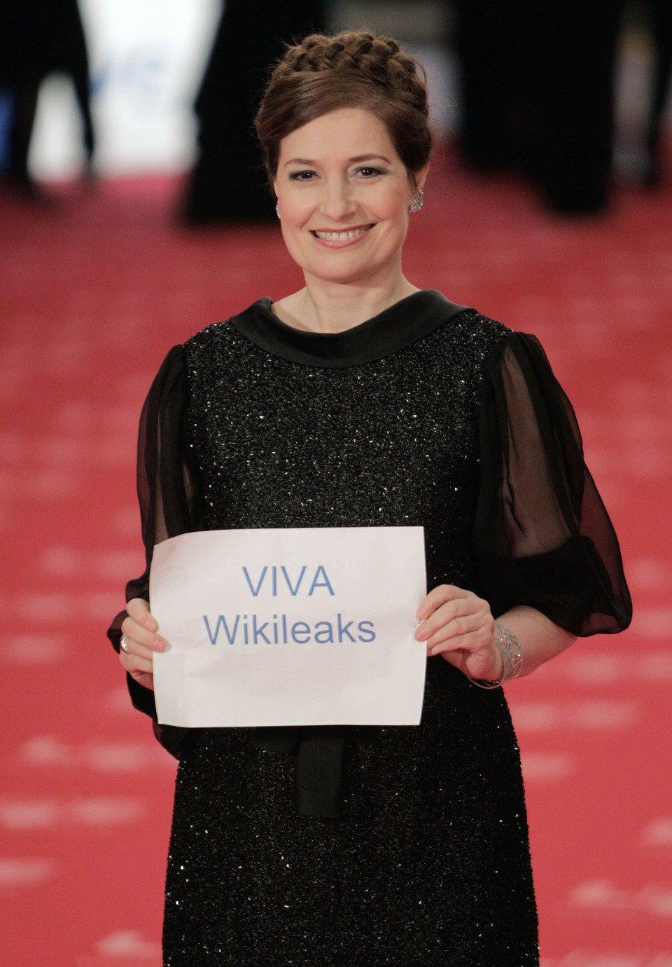 Assumpta Serna: Viva Wikileaks en los Goya 2011