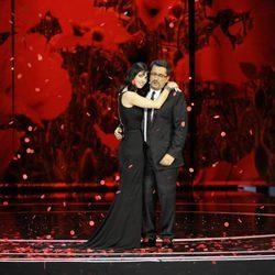 Maribel Verdú abraza a Andreu Buenafuente