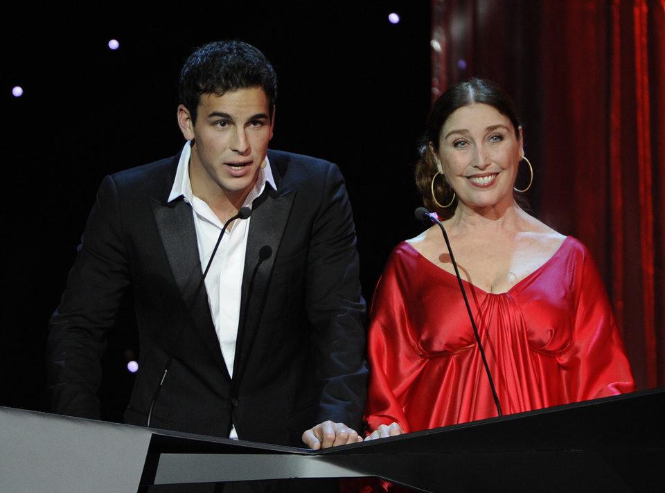 Mario Casas y Veronica Forqué presentan un Goya