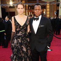 Geoffrey Fletcher y Cody Horn en la alfombra roja de los Oscar 2011