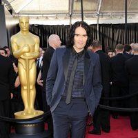 Russell Brand posa en la alfombra roja de los Oscar 2011