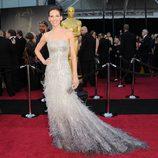 Hilary Swank posa en la alfombra roja de los Oscar 2011