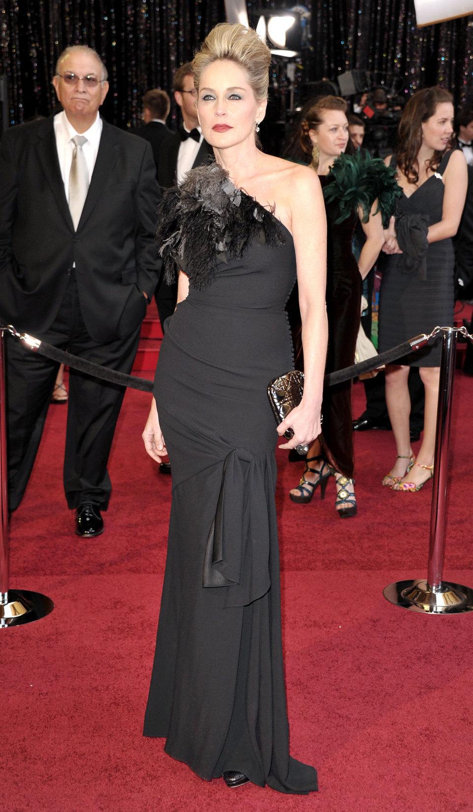 Sharon Stone posa en la alfombra roja de los Oscar 2011