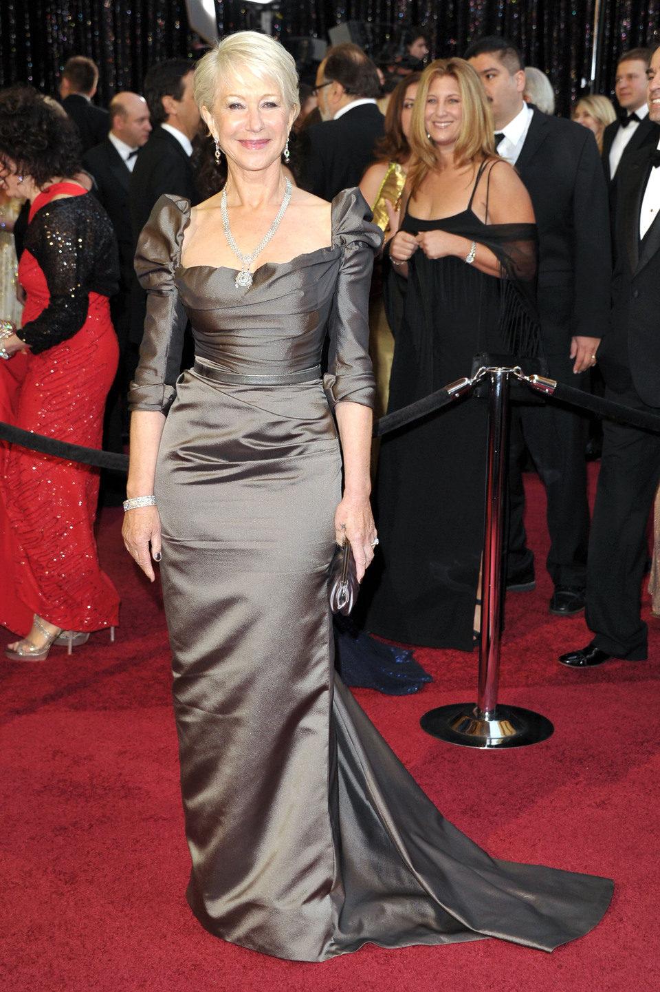 Helen Mirren posa en los Oscar 2011