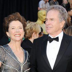 Annette Bening y Warren Beatty llegan a los Oscar 2011