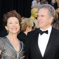 Annette Bening y Warren Beatty llegan a los Oscar 2011