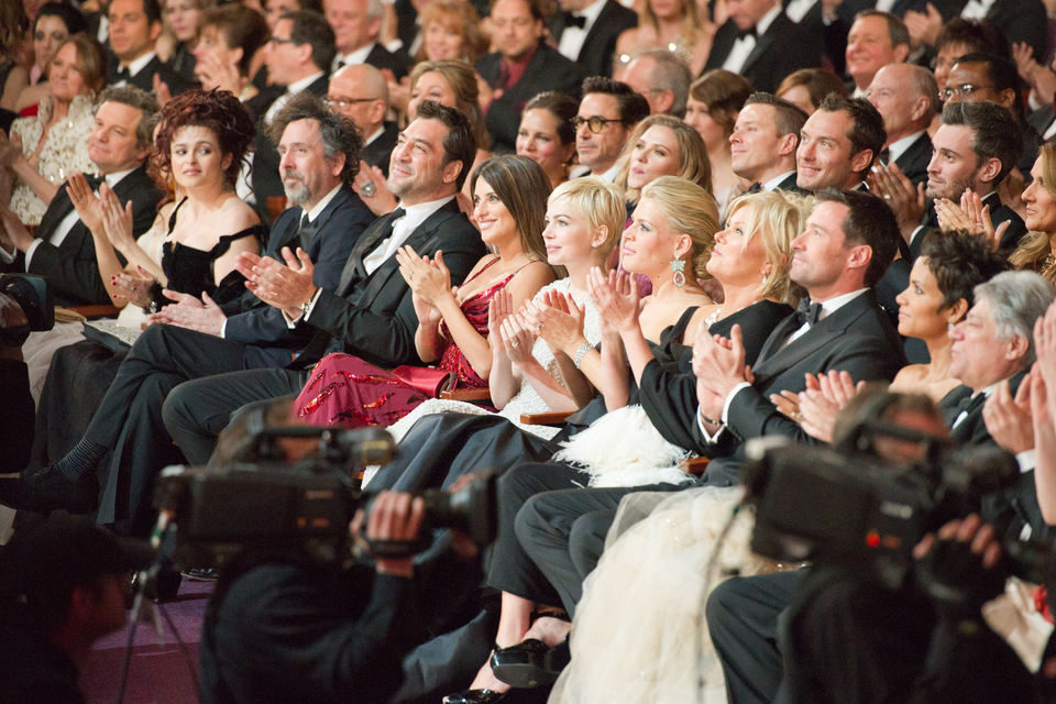 Muchas caras famosas rodean a Penélope Cruz y Javier Bardem en la gala de los Oscar 2011