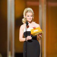 Reese Witherspoon presenta en los Oscar 2011