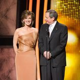 Anne Sweeney y Tom Sherac presentando en los Oscar 2011