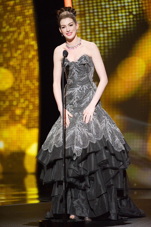 Anne Hathaway presentara en los Oscar 2011