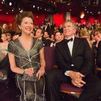 Annette Bening y Warren Beatty en la gala de los Oscar 2011