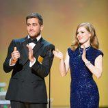 Jake Gyllenhaal y Amy Adams presentan en los Oscar 2011