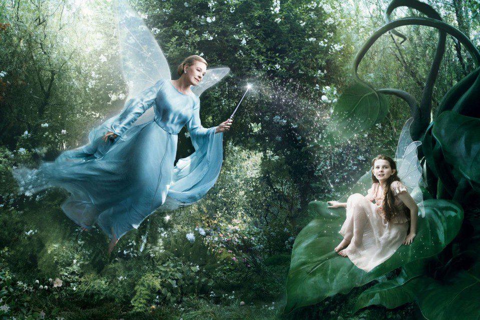 Julie Andrews y Abigail Breslin como 'Pinocho'