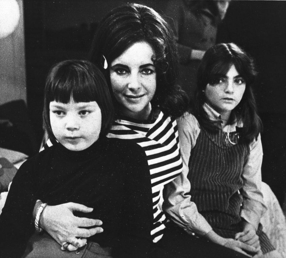 Elizabeth Taylor junto a sus dos hijas