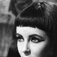 Elizabeth Taylor caracterizada como Cleopatra