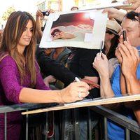 Penélope Cruz firma autógrafos en el Paseo de la Fama