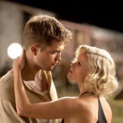 Robert Pattinson y Reese Witherspoon interpretan a amantes
