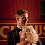 Robert Pattison abraza a Reese Witherspoon en 'Agua para elefantes'