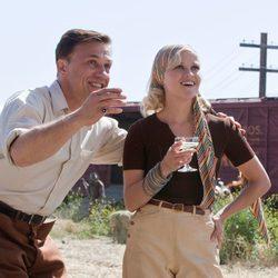 Christoph Waltz y Reese Witherspoon interpretan a un matrimonio