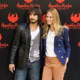 David Janer y Martina Klein posan en el photocall de 'Águila Roja, la película'
