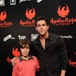 Mario Casas y su hermano Óscar en la premiére de 'Águila Roja, la película'