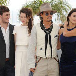 San Claflin, Astryd Bergès-Frisbey, Johnny Depp y Penélope Cruz en el Festival de Cannes 2011