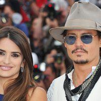 Jonny Depp y Penélope Cruz en el photocall de 'Piratas del Caribe: En mareas misteriosas'