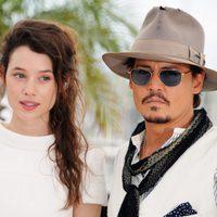 Astryd Bergès-Frisbey y Johnny Depp en el Festival de Cannes 2011