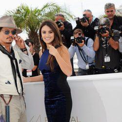 Johnny Depp y Penélope Cruz en el photocall del Festival de Cannes 2011