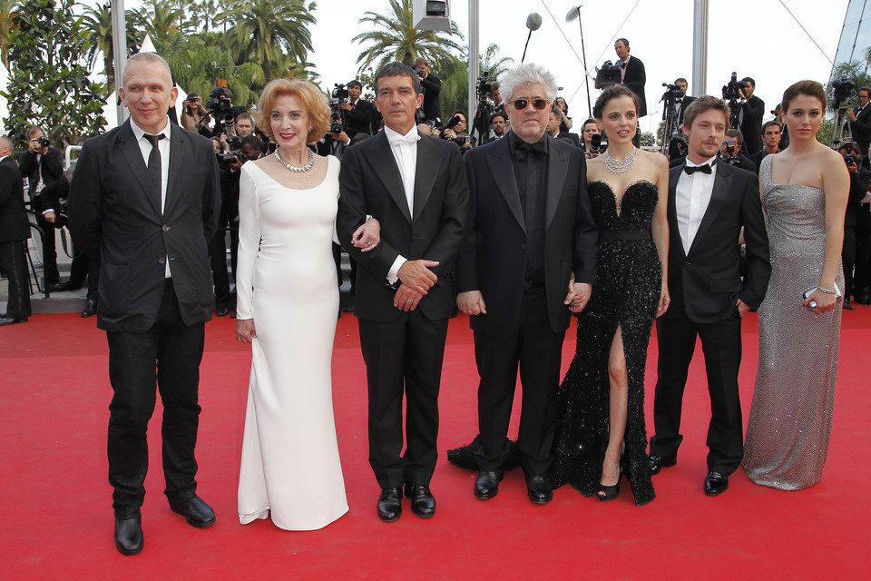 El equipo de 'La piel que habito' posa en la premiére en Cannes