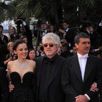 Elena Anaya, Pedro Almodóvar y Antonio Banderas en la premiére de 'La piel que habito'