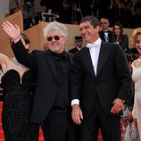 Pedro Almodóvar y Antonio Banderas, en la alfombra roja de 'La piel que habito'